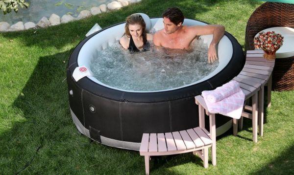 Un spa gonflable dans votre jardin
